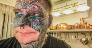 Tattoo lover shared their experience how they react when people insult them in public by staring